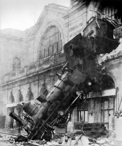 Train_wreck_at_Montparnasse_1895-1